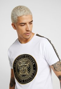 Glorious Gangsta - MERCY - Print T-shirt - white - 4