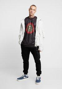 Glorious Gangsta - LEVAS LOGO - T-shirt print - black - 1