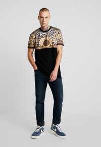 Glorious Gangsta - MARNO LEOPARD PRINT - T-shirt med print - black - 1