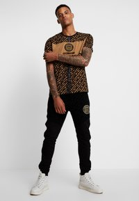 Glorious Gangsta - YAKUZA LOGO - T-shirt print - tan - 1