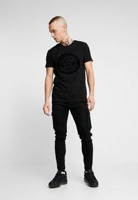 Glorious Gangsta - MERCY LOGO - T-shirt med print - black - 1