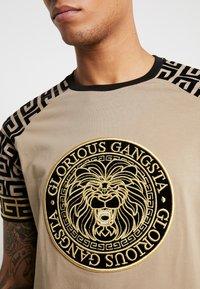 Glorious Gangsta - NAPOLI - T-shirt z nadrukiem - sand - 3