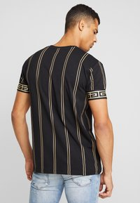 Glorious Gangsta - VERBAN VERTICAL STRIPE - T-shirt med print - black - 2