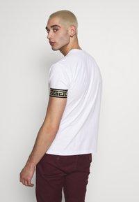 Glorious Gangsta - ENVY  - T-shirt con stampa - white - 2