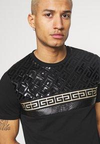Glorious Gangsta - KOSTAS - Print T-shirt - black - 4