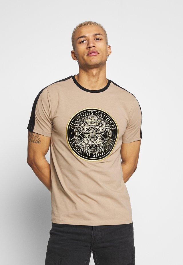 MERCY  - T-shirt med print - sand