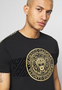 Glorious Gangsta - DAPOLI - T-shirt z nadrukiem - black - 4