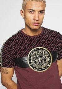 Glorious Gangsta - ELIAN - T-shirt z nadrukiem - burgundy - 4