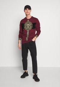 Glorious Gangsta - GLORIOUS GANGSTA DRACO - Sweatshirt - burgundy - 1