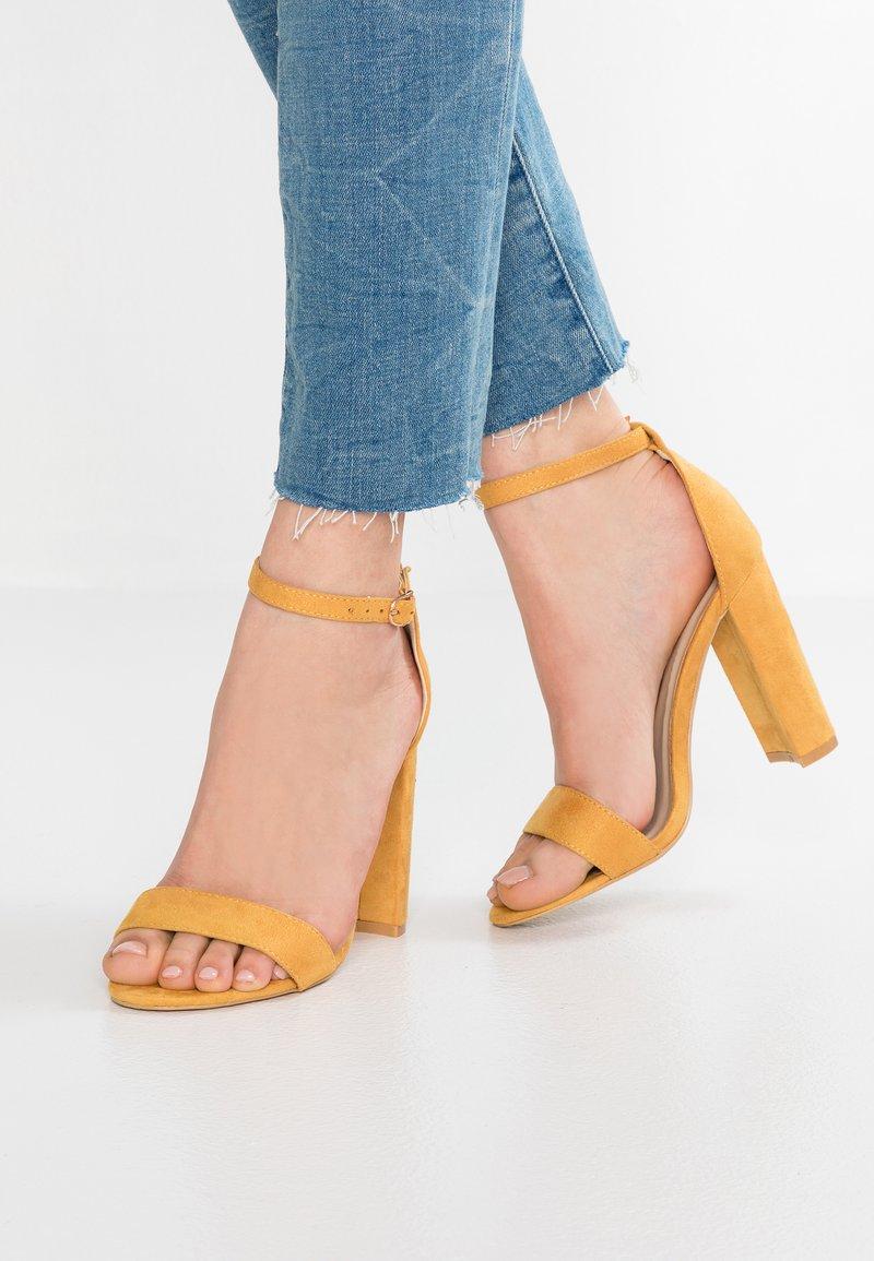 Glamorous Wide Fit - Sandaler med høye hæler - mustard