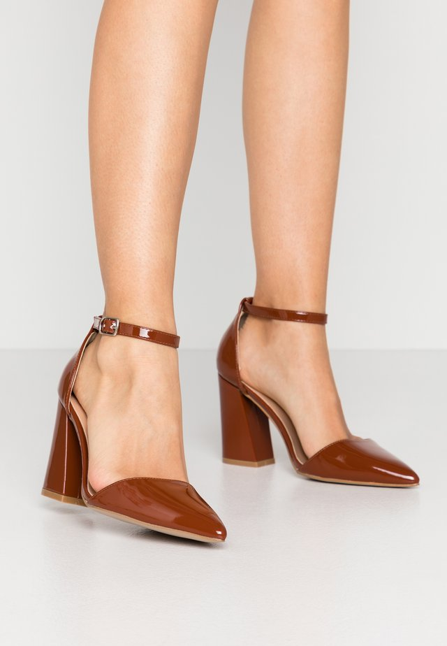 High Heel Pumps - tan