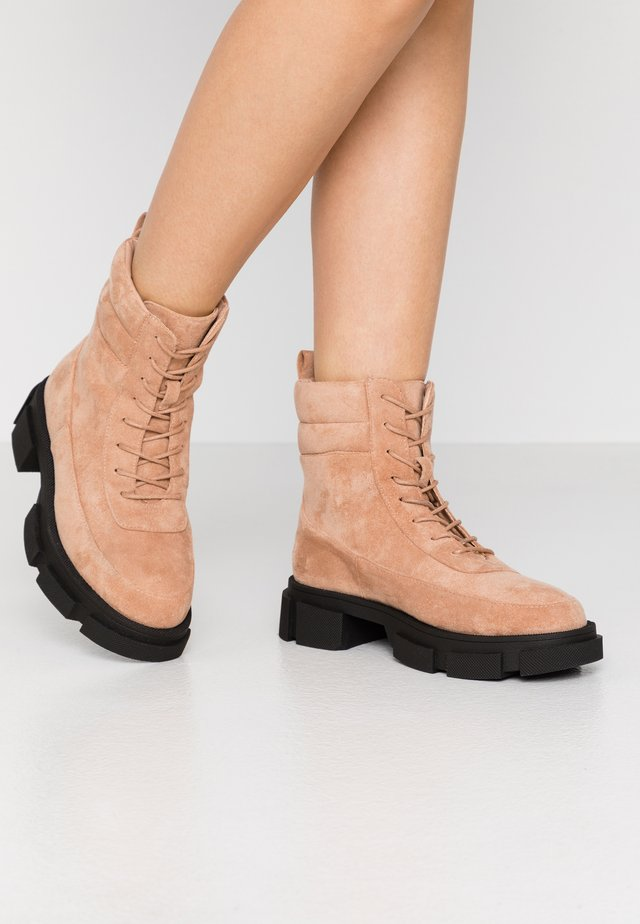 Bottines à plateau - tan