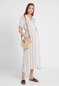 Glamorous Bloom - SHORT SLEEVE MIDI DRESS WITH BELT - Sukienka koszulowa - white - 1
