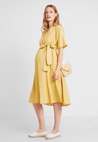 Glamorous Bloom - LOOK SHORT SLEEVE MIDI DRESS - Sukienka letnia - yellow - 1