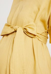 Glamorous Bloom - LOOK SHORT SLEEVE MIDI DRESS - Sukienka letnia - yellow - 4