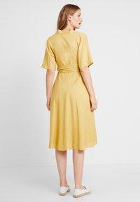 Glamorous Bloom - LOOK SHORT SLEEVE MIDI DRESS - Sukienka letnia - yellow - 2