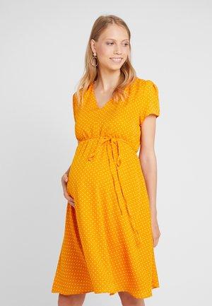 DRESS WITH SHORT SLEEVES - Denní šaty - flame orange