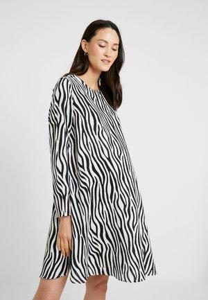 EASY SHIFT DRESS - Vapaa-ajan mekko - black