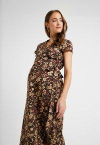 Glamorous Bloom - SHORT SLEEVE TRUE WRAP DRESS - Kjole - brown - 3