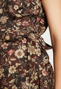 Glamorous Bloom - SHORT SLEEVE TRUE WRAP DRESS - Kjole - brown - 5