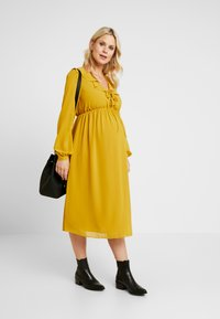Glamorous Bloom - MIDI LONGSLEEVE DRESS - Denní šaty - mustard - 1