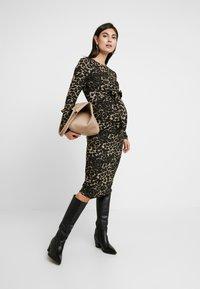 Glamorous Bloom - DRESS - Pletené šaty - brown - 2