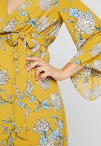 Glamorous Bloom - Denní šaty - dark ochre - 5