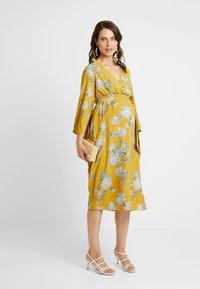 Glamorous Bloom - Denní šaty - dark ochre - 1