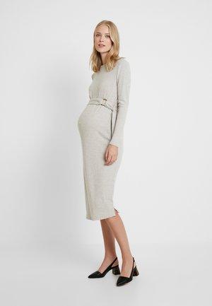 DRESSES - Pletené šaty - light brown