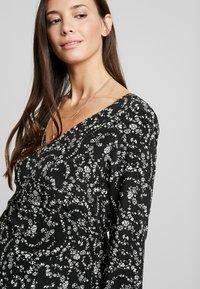 Glamorous Bloom - DRESS - Denní šaty - black cream winter ditsy - 5