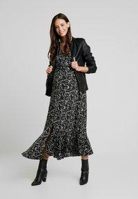 Glamorous Bloom - DRESS - Denní šaty - black cream winter ditsy - 2
