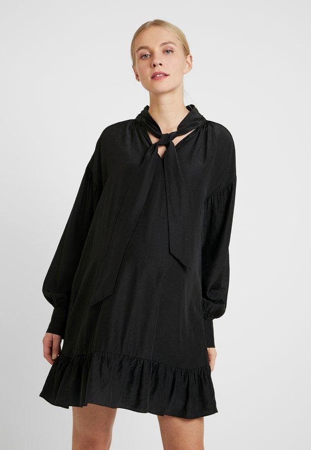 MINI PUSSYBOW DRESS - Vapaa-ajan mekko - black