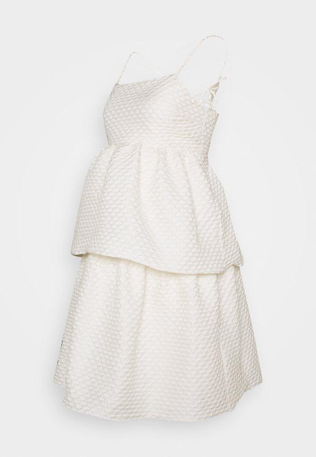 TIEREDWOW STRAPPY OPEN BACK DRESS - Koktejlové šaty/ šaty na párty - cream