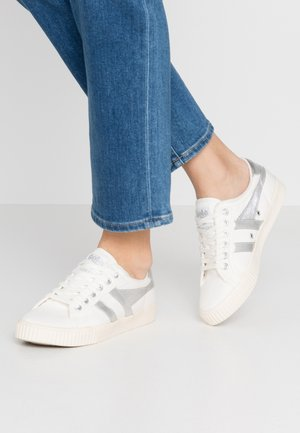 TENNIS MARK COX - Baskets basses - off white/silver