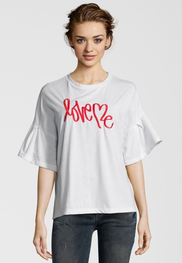 LOVE ME - T-shirt imprimé - white