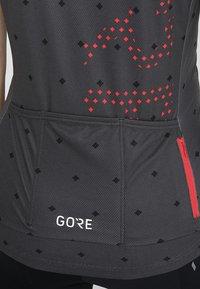Gore Wear - T-Shirt print - terra grey/hibiscus pink - 8