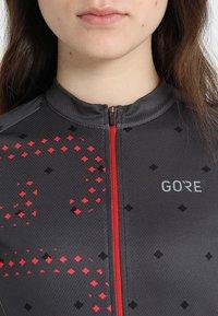 Gore Wear - T-Shirt print - terra grey/hibiscus pink - 4