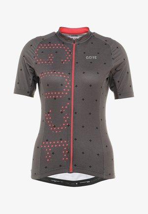 T-Shirt print - terra grey/hibiscus pink