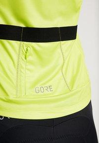 Gore Wear - TRIKOT - T-Shirt print - citrus green/white - 8