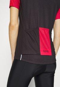 Gore Wear - GORE® C3 DAMEN ONDASIA - T-Shirt print - black/hibiscus pink - 5