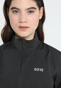 Gore Wear - WINDSTOPPER® CLASSIC JACKE - Vindjacka - terra grey/black - 7