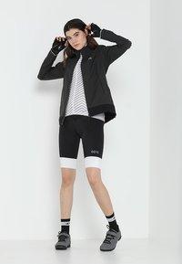 Gore Wear - WINDSTOPPER® CLASSIC JACKE - Vindjacka - terra grey/black - 1