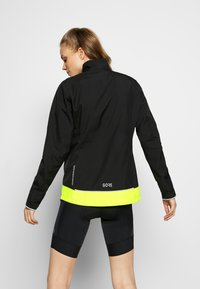 Gore Wear - WINDSTOPPER® CLASSIC JACKE - Windbreaker - black/neon yellow - 2