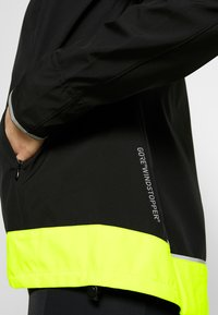 Gore Wear - WINDSTOPPER® CLASSIC JACKE - Windbreaker - black/neon yellow - 4