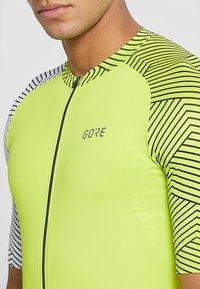 Gore Wear - OPTILINE TRIKOT - T-Shirt print - citrus green/white - 7