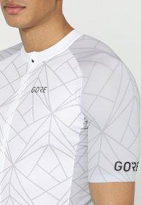Gore Wear - TRIKOT - T-Shirt print - white/light grey - 6
