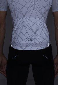 Gore Wear - TRIKOT - T-Shirt print - white/light grey - 4