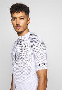 Gore Wear - ENERGIA TRIKOT - T-Shirt print - light grey - 3