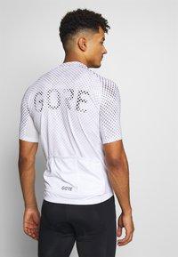 Gore Wear - ENERGIA TRIKOT - T-Shirt print - light grey - 2