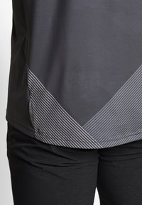 Gore Wear - C5 TRAIL TRIKOT KURZARM - Triko spotiskem - dark graphite grey - 4